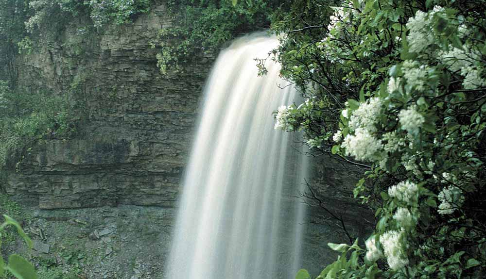 6 of the Very Best Waterfalls You Can Easily Access in Ontario