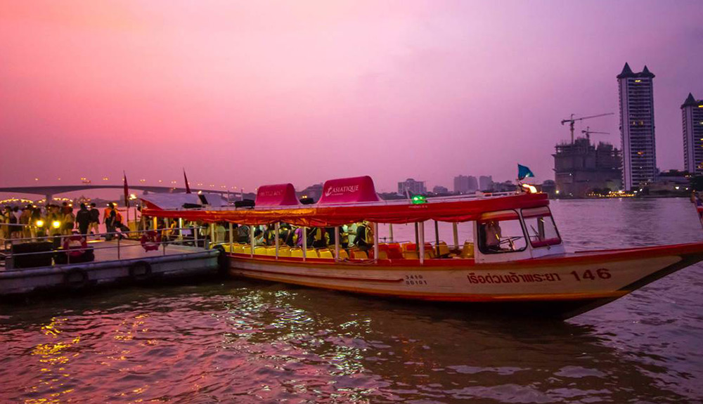 Free shuttle boat from downtown to the Asiatique The Riverfront