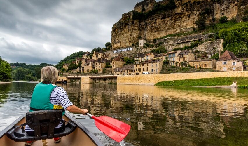 A woman canoeing on the River Dordogne at Beynac-et-Cazenac.