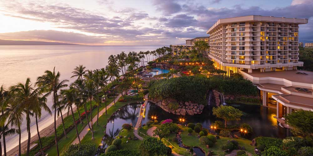 6 Breathtaking Hawaii Hotels You'll Want to Stay At