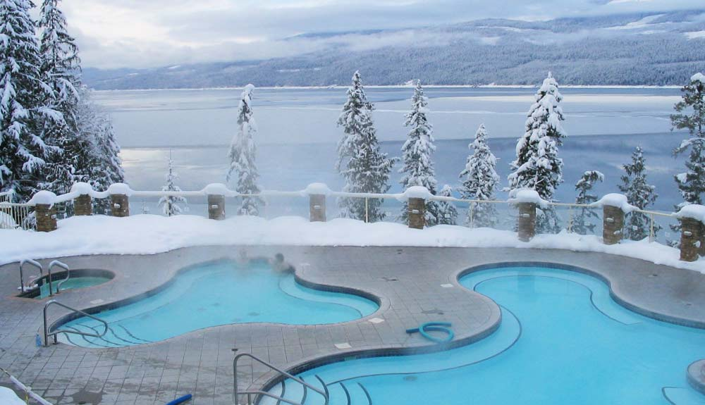 5 Outdoor Spas That Embrace the Great White North