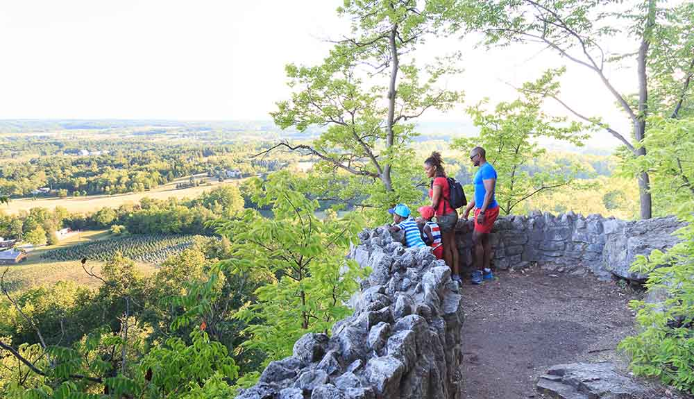34c23a4a4 5 Stunning Hiking Trails That Are an Easy Drive From Toronto - CAA ...