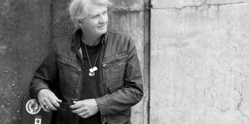 Tom Cochrane portrait