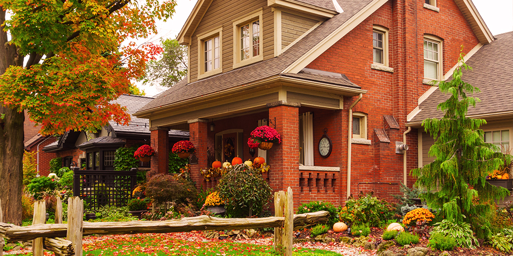 6 Easy Ways to Boost Your Home's Curb Appeal This Fall